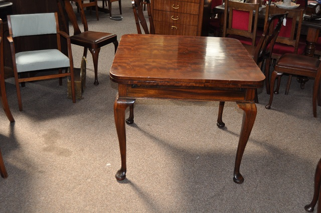 I418  Mahogany Draw Leaf Table with 2 Leaves