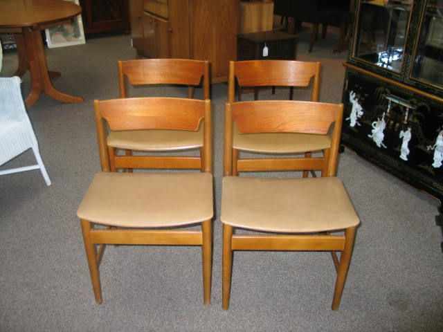 L44 set of 4 Teak Dining Chairs