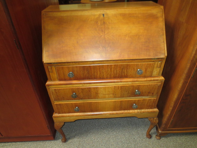 M2302 Walnut Bureau UK Import c. 1940