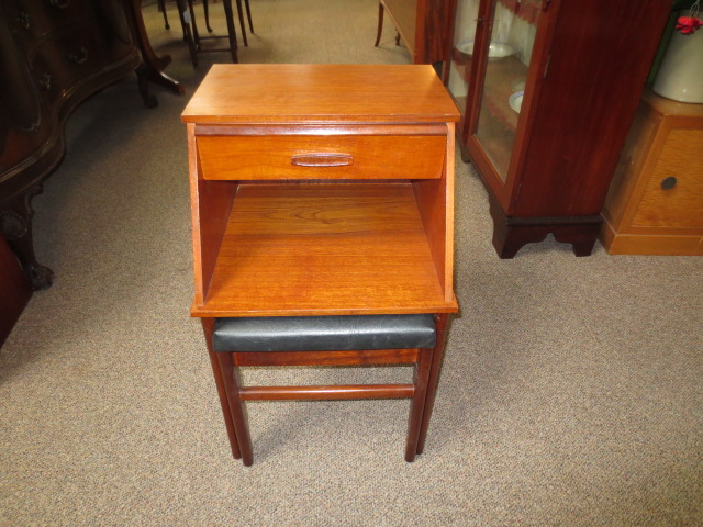 """M2257 Teak Phone Table Pull Out Seat """"Chippy Board"""""""