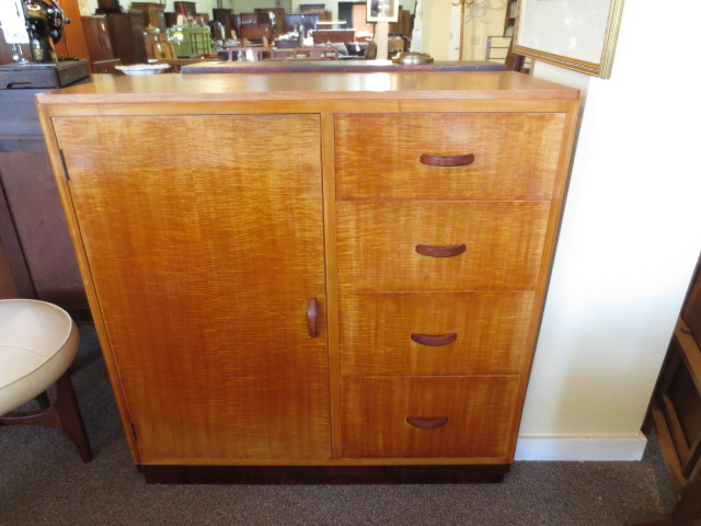 M2301 Maple Compactum UK Import c. 1950s Newly Refinished Top