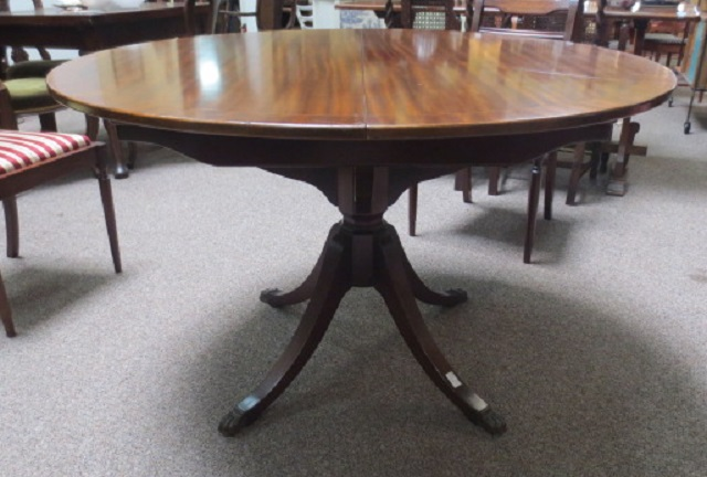 F1735 Regency Style Round Pedestal Table with Butterfly Leaf