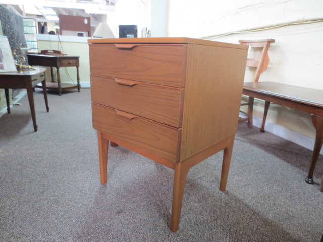 M215 Bedside Cabinet with 3 Drawers