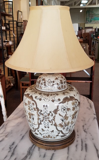 Exceptionnel Item #CW3 Hand Painted Porcelain Table Lamp
